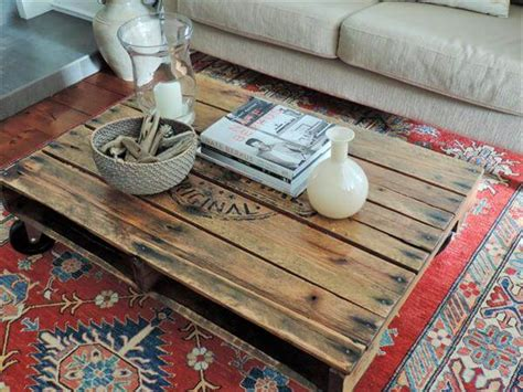 Diy Pallet Coffee Table Wheels Diy Solid Pallet Coffee Table With Wheels 101 Pallets