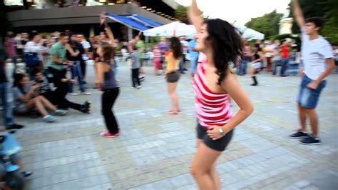 tutorial flash mob beat it flash mob michael jackson beat it bulgaria youtube