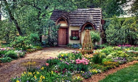 Gardeners Cottage by Dome芻ky Z Poh 225 Dky Pro Mal 233 I Velk 233