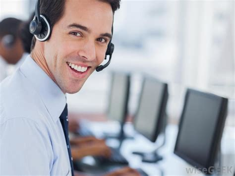 help desk support specialist what is a desktop support specialist with pictures