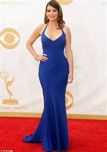 tina fey dress she should ve worn a bra right actress tina fey suffers