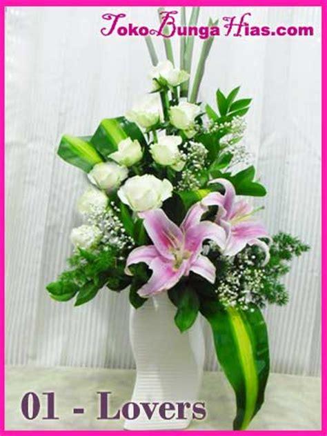 desain bunga segar rangkaian bunga segar untuk acara ulang tahun atau ucapan
