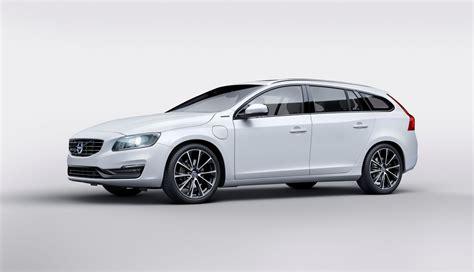 Volvo Unveils V60 D5 Twin Engine Diesel Phev