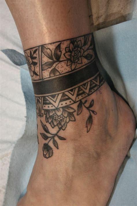 tatuaggio fiori piede 1001 idee per tatuaggi caviglia per per lui e per la