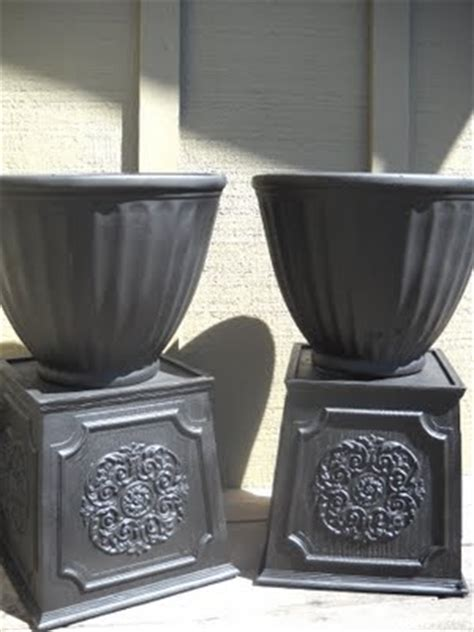 Spray Paint Plastic Planters by Diy Urn Potters Orb Spray Paint On Plastic Planters