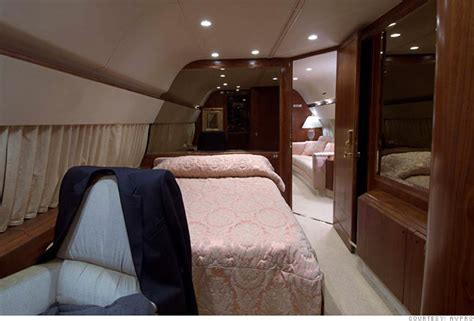 donald trump bedroom inside donald trump s private jet bedroom 6 cnnmoney com