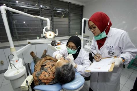 Biaya Pemutihan Gigi Di Dokter unpad bebaskan biaya kuliah kedokteran