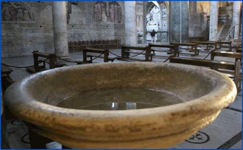 vanidades que significado tiene rezar con oraciones medalla cruz del abad san benito de