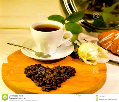 Resmi Green Coffee declaration of cup of coffee with from the coffee beans and white stock photo