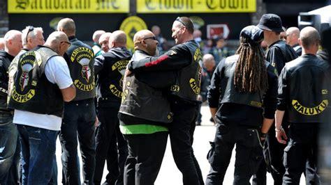 Motorrad Club Heiligenhaus by Rocker Liefern Sich In Duisburg Massenschl 228 Gerei
