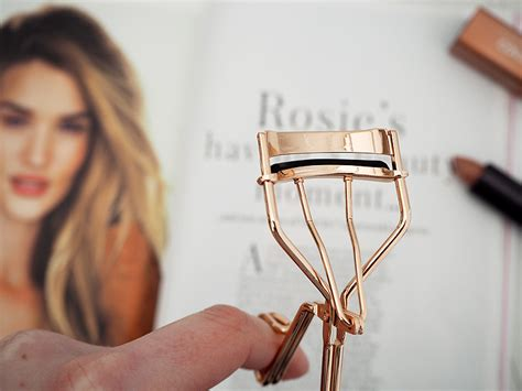 Hello Eyelash Curler review tweezerman gold pro curl lash curler