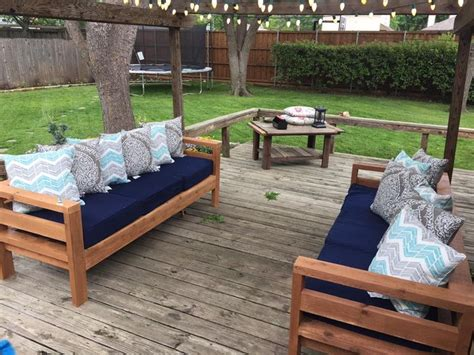 diy outdoor patio furniture 17 best ideas about diy sofa on diy diy