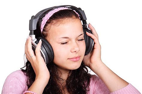 Set Gamis Kyz listening comprehension activities for