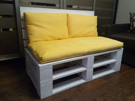 pallette couch pallet sofa for 2 person seating 101 pallets
