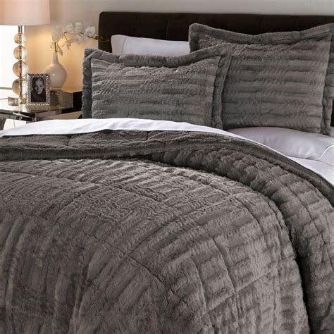 Fur Bed Comforter by 1000 Ideas About Fur Comforter On Fur Bedding