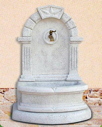 fontane da giardino a muro fontane da giardino a muro gigliola in cemento da esterno