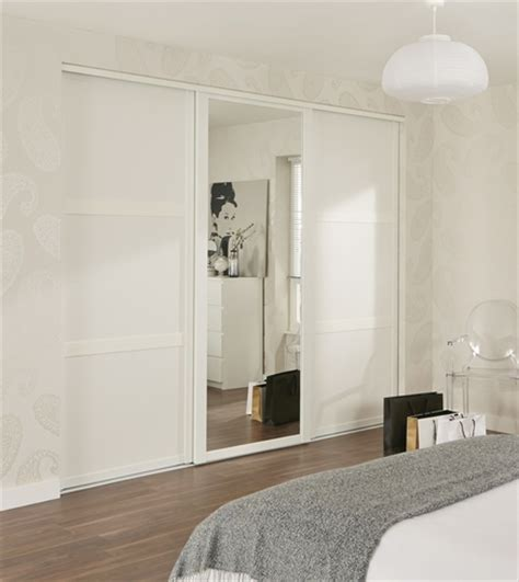 Howdens Bedroom Wardrobe White Shaker Panel Mirror Door Sliding Wardrobe Doors