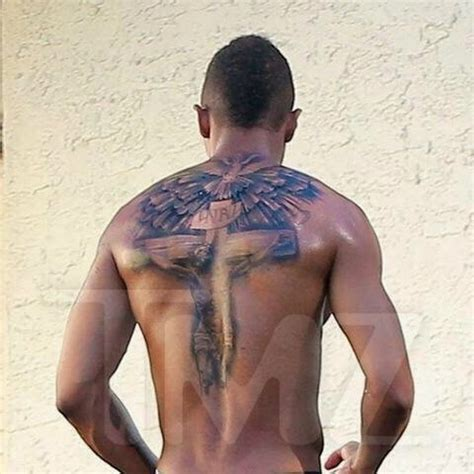 back tattoo nick cannon nick cannon gets rid of his massive mariah carey tattoo