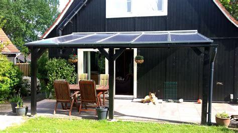 veranda zwart hout aanbouw veranda polycarbonaat dak helder en lariks hout