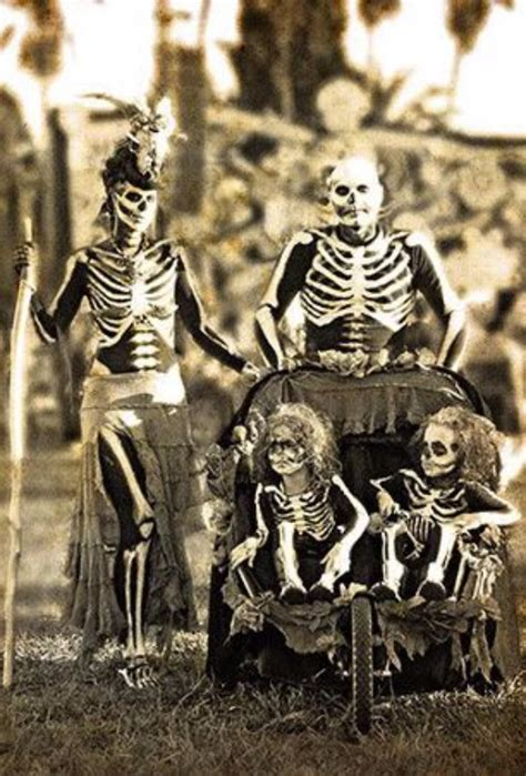 family halloween costumes ideas    family