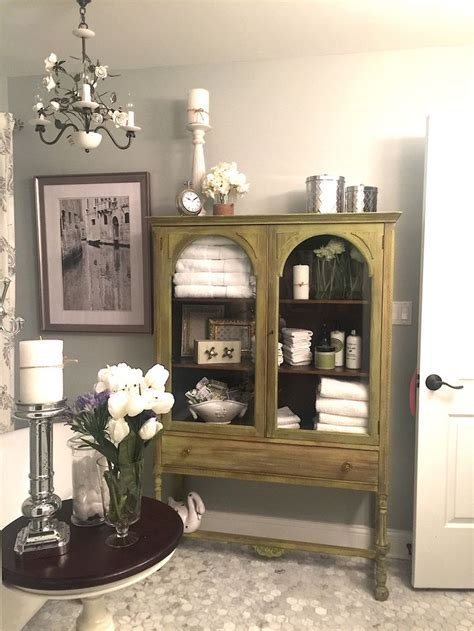 1000  ideas about Curio Cabinets on Pinterest   Pulaski Furniture, Glass Curio Cabinets and Cabinets