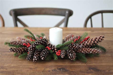 centrotavola natalizio con pigne e candele centrotavola natalizi fai da te 10 idee originali con