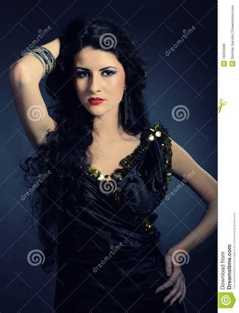 mujer con el pelo negro largo sano lujuriante foto de mujer 225 rabe hermosa con el pelo negro largo imagen de