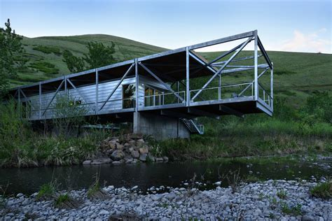 cantilever house river place home uses trusses to cantilever both ends