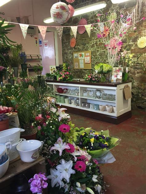 interior design with flowers best 25 flower shop interiors ideas on pinterest