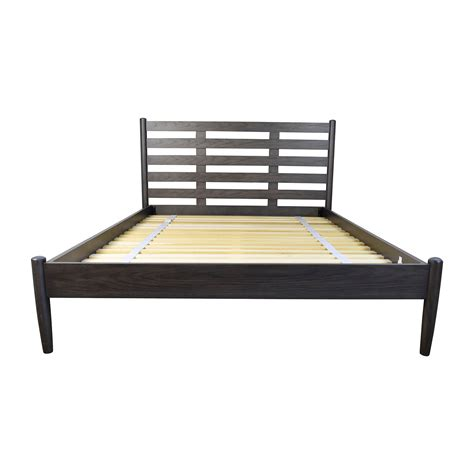 queen frame bed 43 off crate and barrel crate barrel barnes queen bed