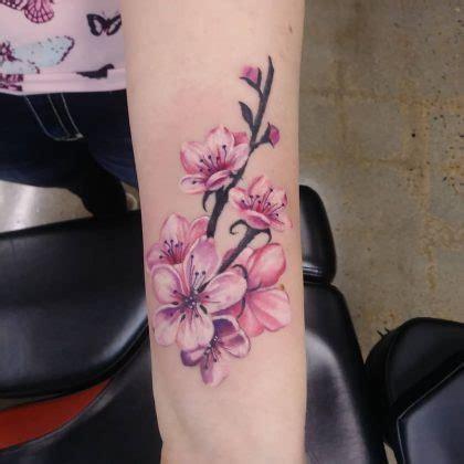significato tatuaggio fiore di ciliegio fiore di ciliegio scopri significato storia e foto