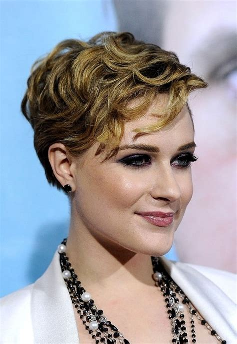 short layered hair styles with soft waves wavy 7 stylish suggestions on styling a pixie cut