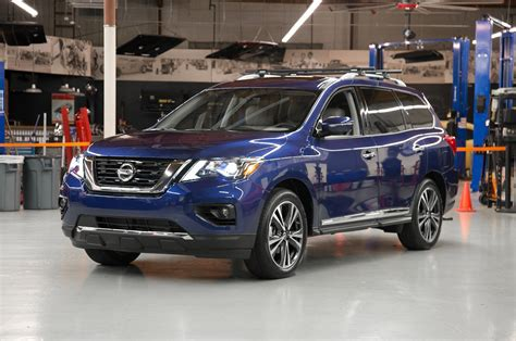 pathfinder nissan 2017 nissan pathfinder stays unibody drops hybrid