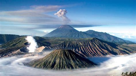 Rakyat Jawa Timur Jawa Gunung Bromo stairway to hell climbing the slopes of mt bromo intrepid travel the journal