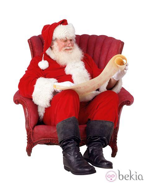 imagenes de santa claus sentado pap 225 noel lee la carta de los regalos sentado en un sill 243 n