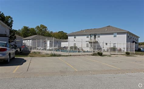 Apartments In Knob Noster Mo by Deerbrook Apartments Rentals Knob Noster Mo