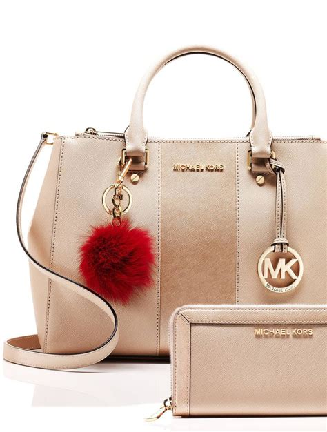 michael kors clearance bags 25 best ideas about handbags michael kors on michael kors bag michael kors and