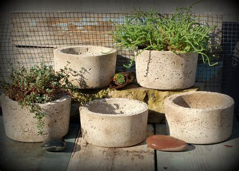 Lightweight Concrete Planters by 5 Simple Hypertufa Pots Lightweight Concrete Planter