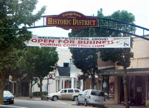 Cottage Grove Oregon History by St Sidewalk Dining Picture Of Historic District