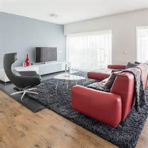 rot sofa rote im wohnzimmer welche wandfarbe und co passen