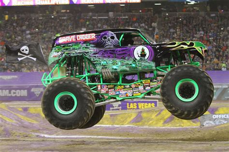 monster truck grave digger video monster jam rolls into ta ta bay bloggers