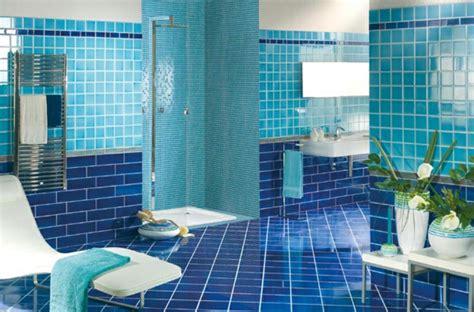 Kleines Bad Blaue Fliesen by 20 Beispiele F 252 R Blaue Bodenfliesen Im Badezimmer