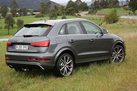 audi rs  performance review  punch  pace