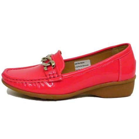 coral patent trueform comfort kitten heel wedge