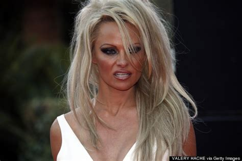 pamela anderson loses pixie cut pamela anderson wears extensions pamela anderson gets hair extensions and says goodbye to