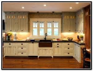 Craftsman Kitchen Cabinets by 25 Best Ideas About Bungalow Kitchen On