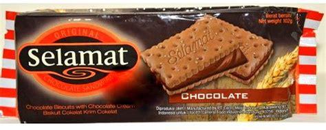 Selamat Biscuit Sandwich Chocolate 900gr 10 merk biskuit coklat untuk suguhan hari raya yang terlaris