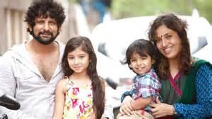 Child actress sara arjun with family deiva thirumagal movie fame