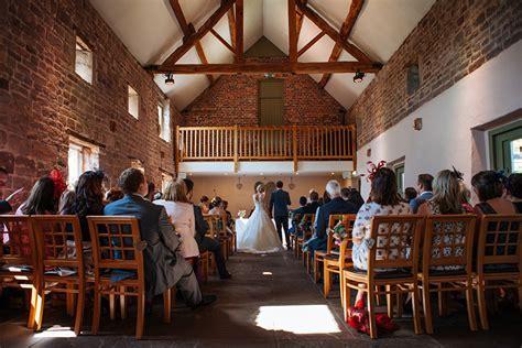 17 Awesome Autumn Barn Wedding Venues   CHWV
