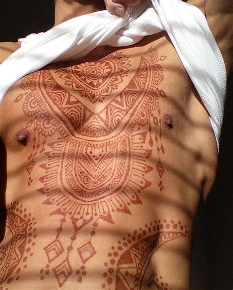 henna tattoos guys menna trend sees wearing intricate henna tattoos